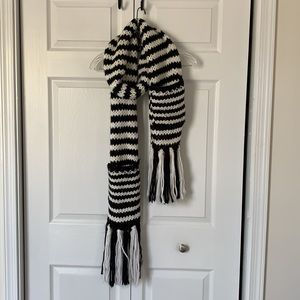 Kate Spade Chunky Knit Scarf (with pockets)